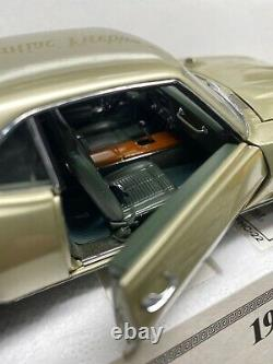 Danbury Mint 1969 Pontiac Firebird 400 124 Scale VERY RARE IN MINT CONDITION